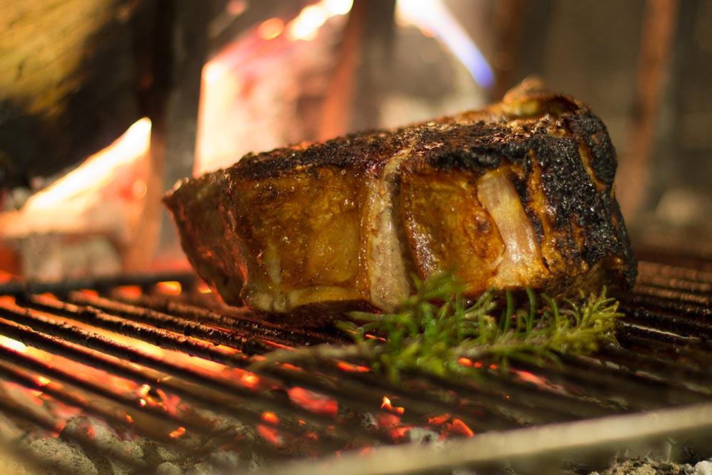 Entrecôte sur barbecue