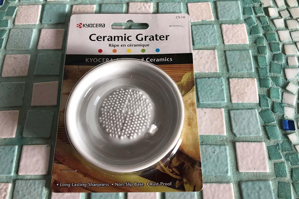 Kyocera : une râpe en céramique pour râper les condiments et les légumes.