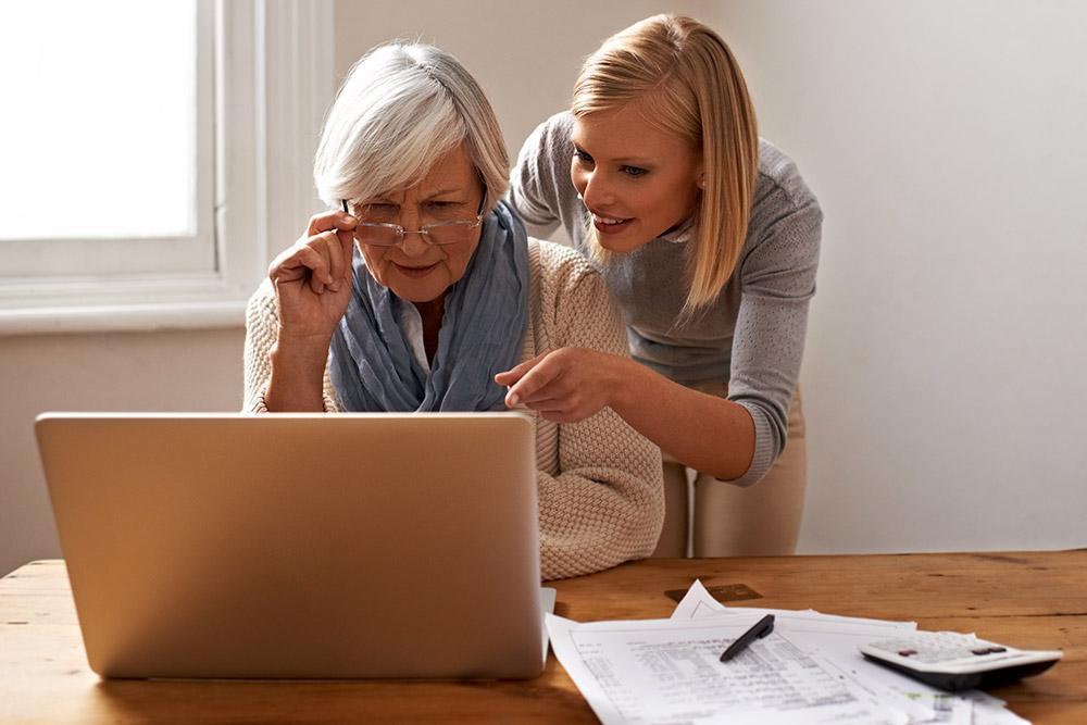 Les Menus Services aide les personnes âgées