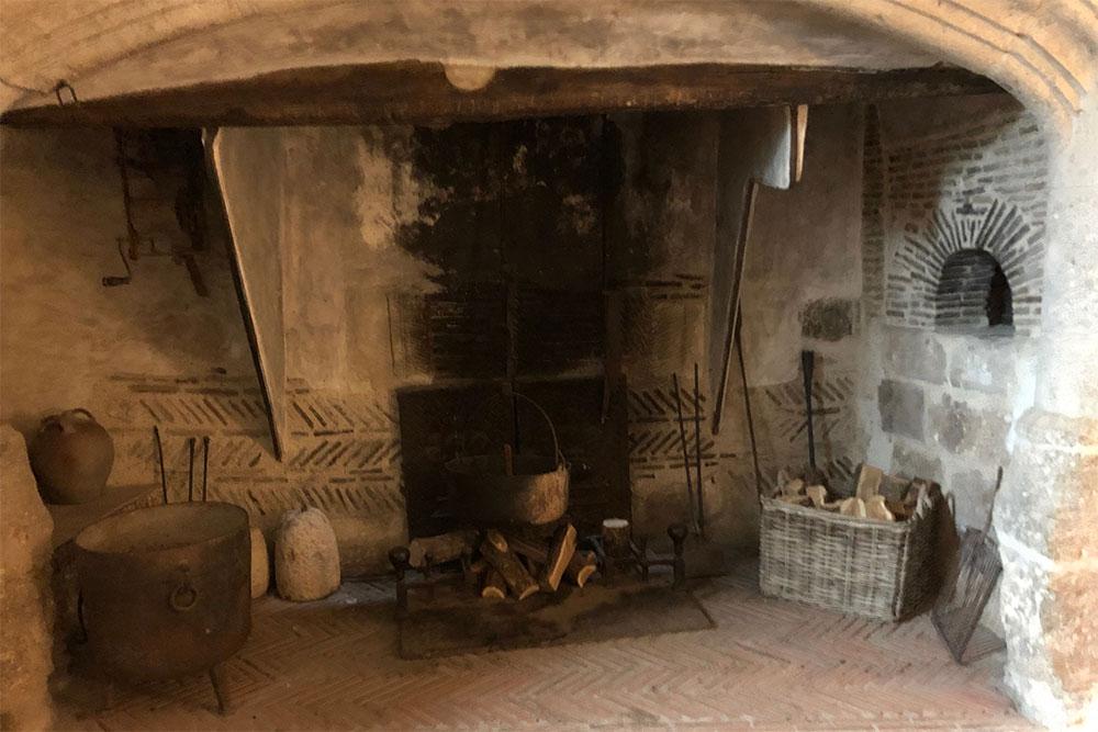Château de Talcy : la cheminée de la cuisine