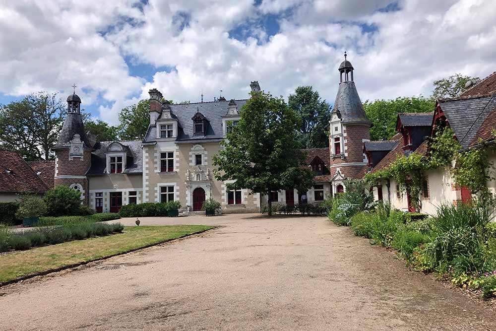 Château de Troussay : façade côté entrée principale du château