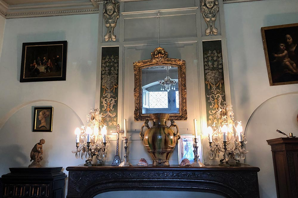 Château de Troussay : Miroir sur la cheminée