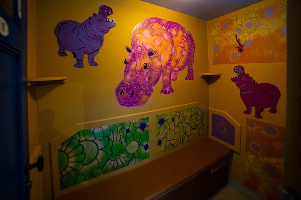 Mosko a choisi des animaux qui aiment l'eau pour illustrer sa cabine N°46: des hippo hippies…