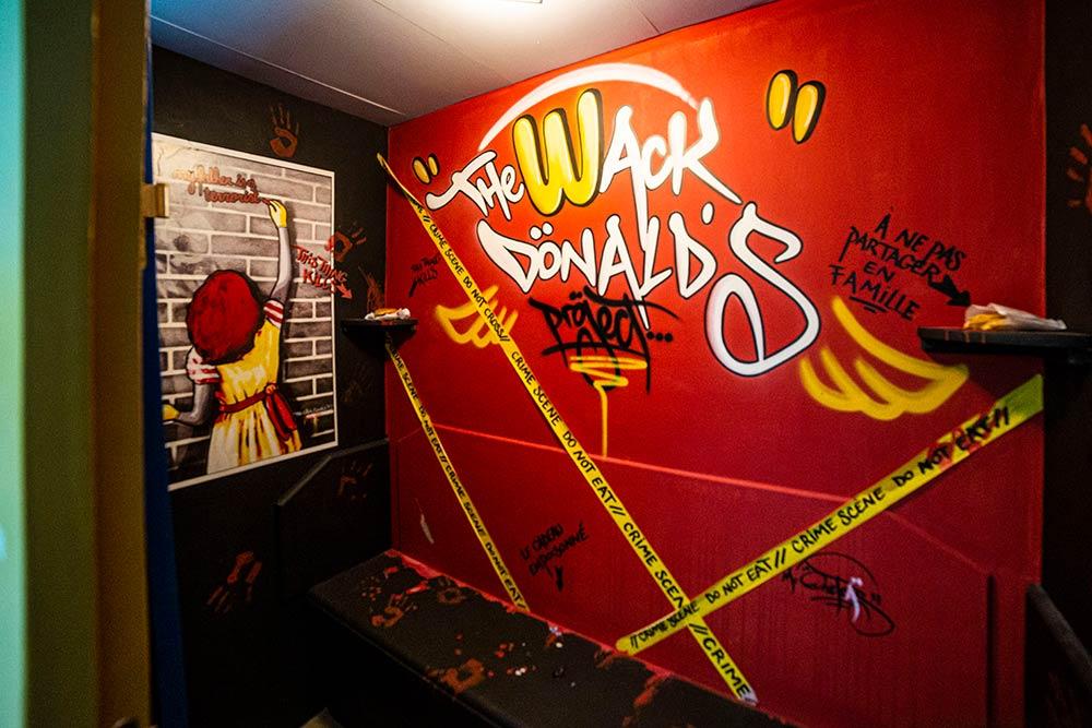 Scène de crime en cabine 118, signée Mr Oneteas… Trouvez le coupable!