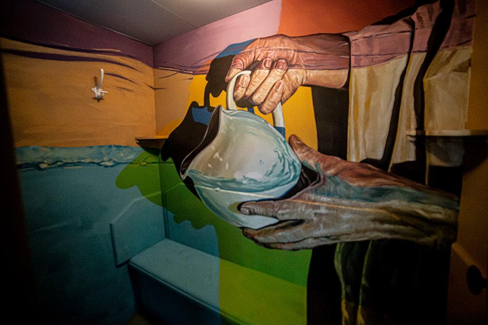 Très jolie fresque figurative signée Ratur en cabine 134 et réalisée avec seulement 5 couleurs.