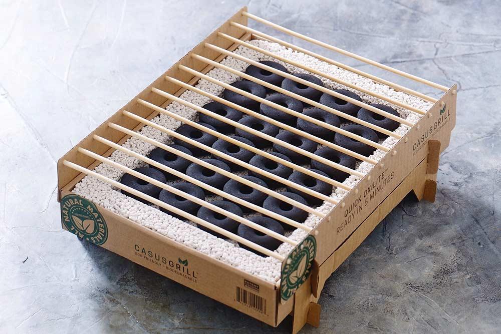 Barbecue CasusGrill à usage unique, jetable et biodégradable.