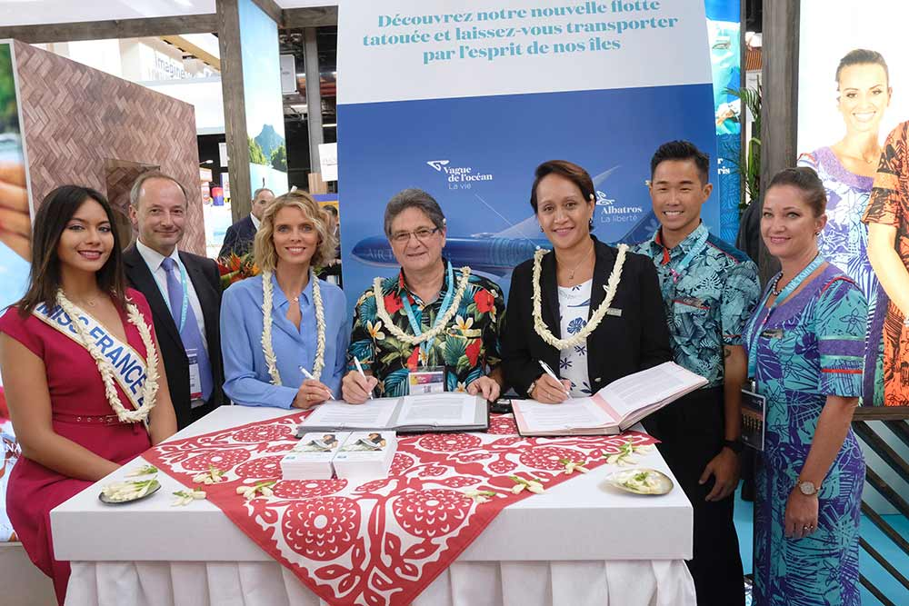 Sylvie Tellier et les organisateurs de Tahiti