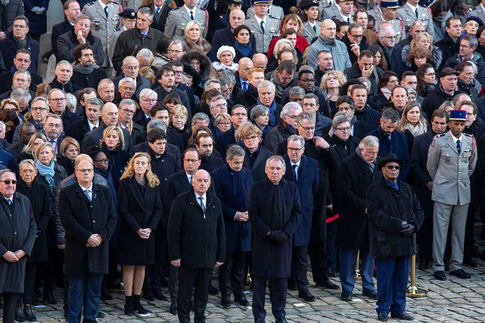 Les personnalités sont nombreuses à rendre hommage aux treize militaires