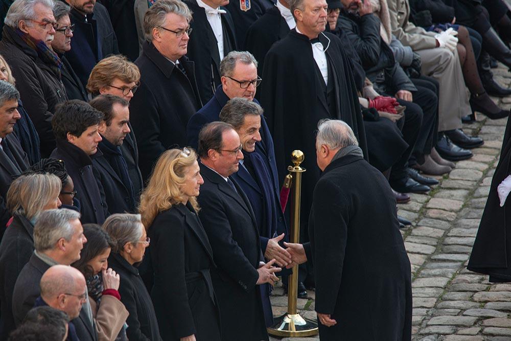 Gérard Larcher, président du Sénat salue les anciens présidents de la République