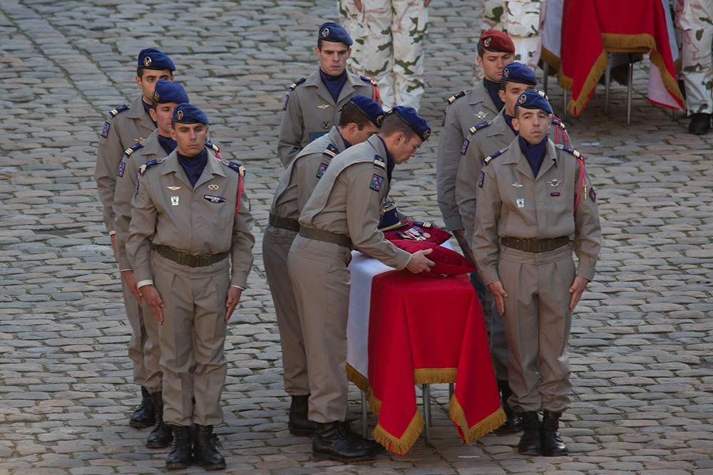 Hommages aux 13 militaires