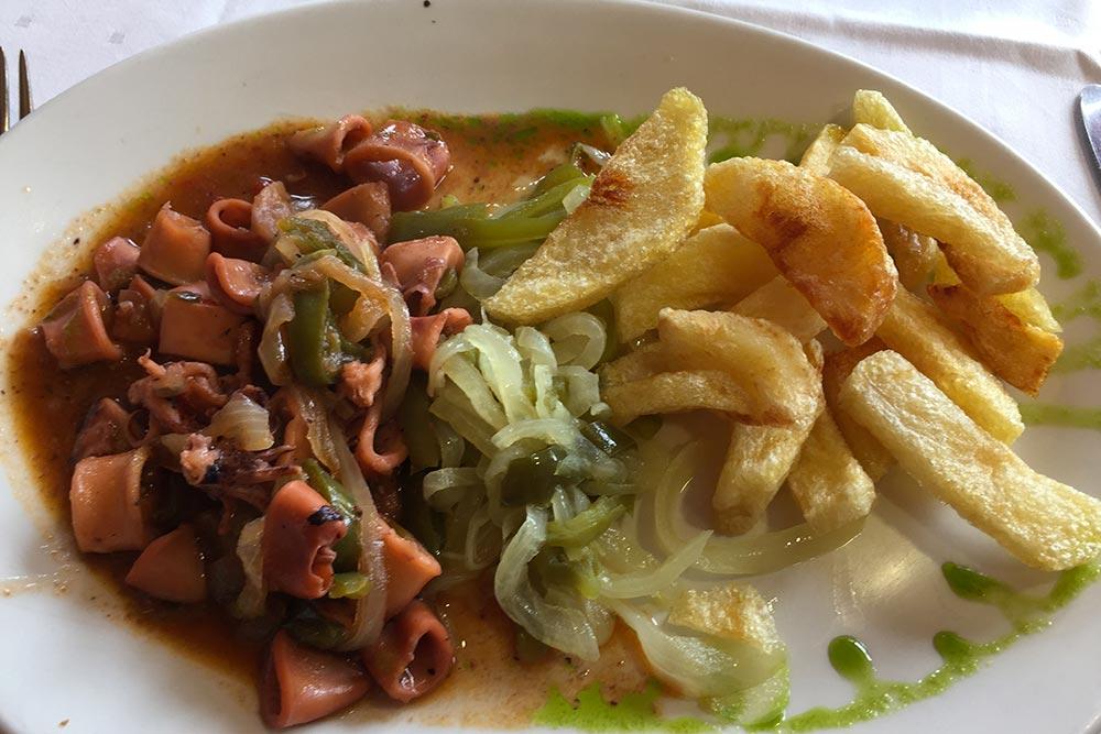 La Cantabrie - Poulpe à l'oignon, restaurant du golf Abra del Pas