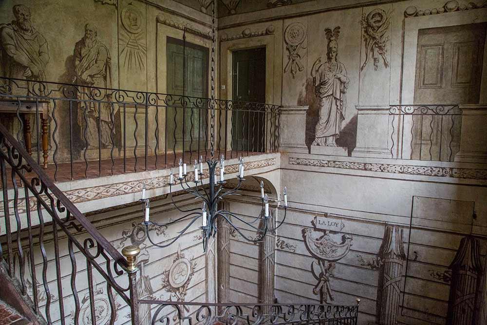 mimosa - Les trompes l'œil de cet escalier sont signé… Fragonard!