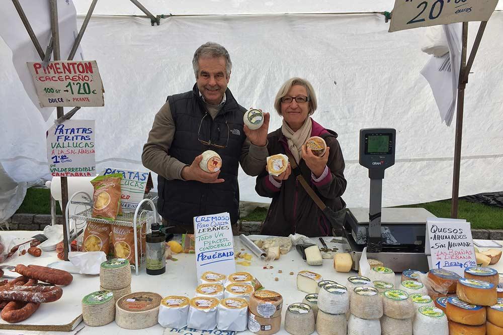 Fromagers sur le marché (Potes)