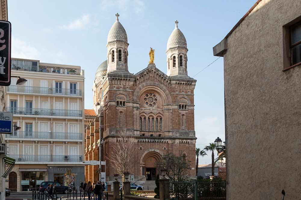 L'église Notre Dame de la Victoire.