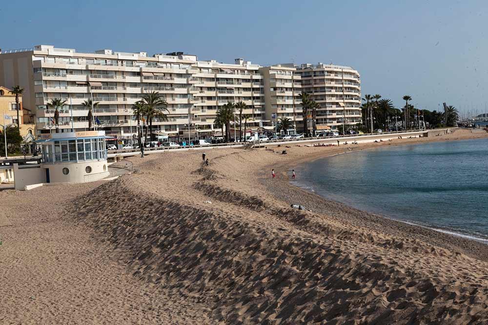 La plage du Veillat est la plus grande plage de sable de Saint-Raphaël.