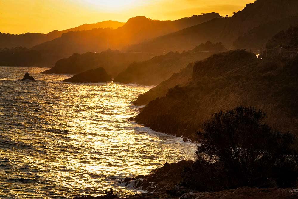 A la Pointe de l'Observatoire, à l'heure du coucher de soleil, la vue est splendide.