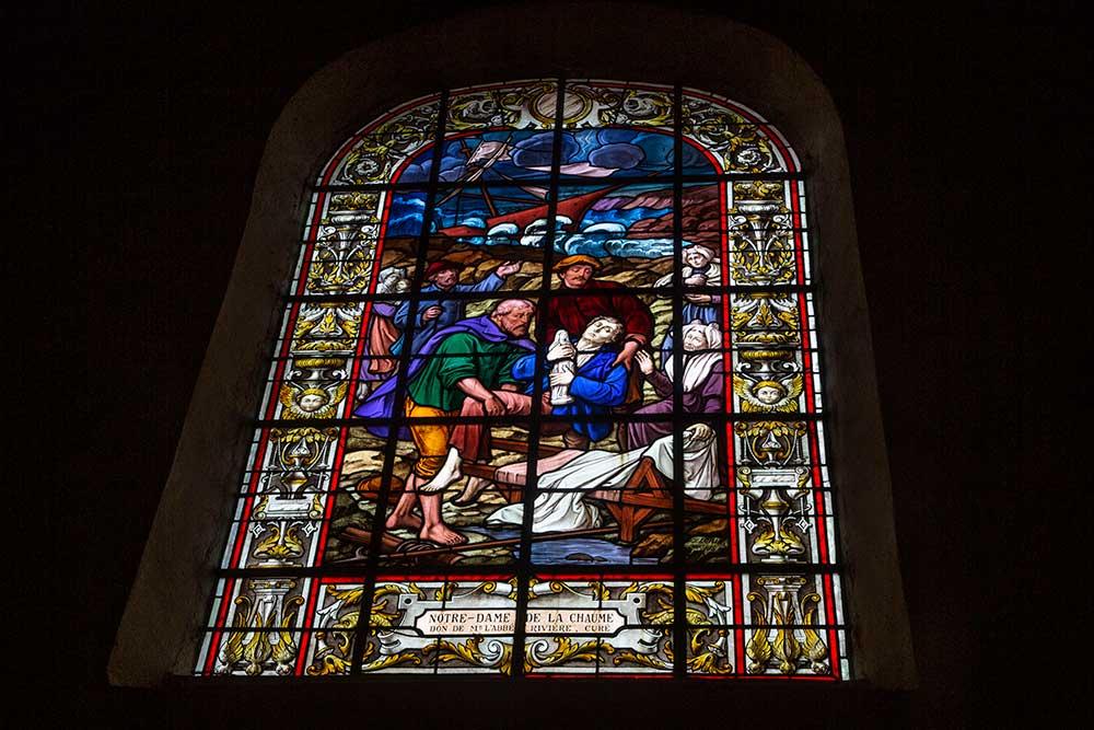 Les - Sables d'Olonne : Un des vitraux de l'église Saint-Nicolas.