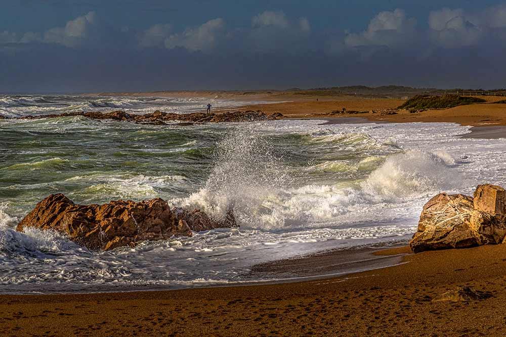 Les plages sauvages, au nord des Sables d'Olonne sont exceptionnelles lors des tempêtes.
