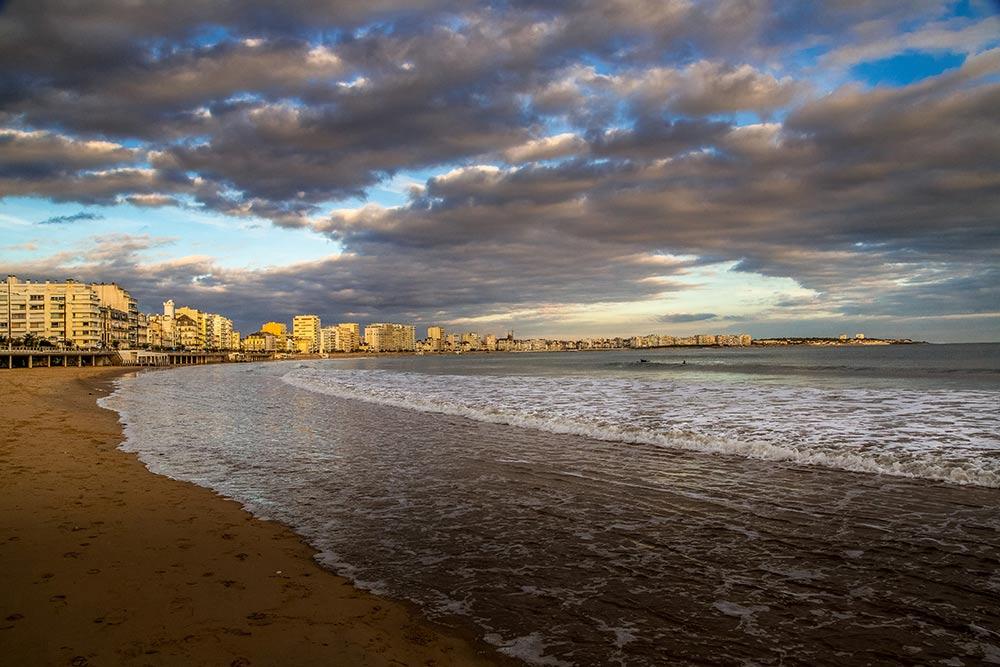 La grande plage des Sables d'Olonne s'étend sur 3 kilomètres.