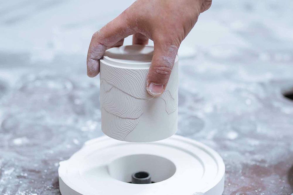 Claepsidra : fabrication du pot en céramique
