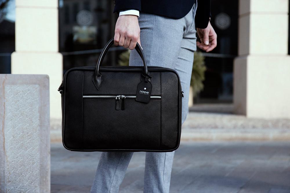 Ordinateur portable - Sacoche en cuir noir