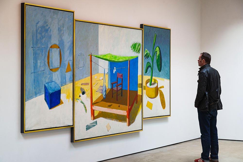 Hastings - Les visiteurs peuvent évoluer au plus près des œuvres. Ici Place, un triptyque de Victor Willing (1976-1978)