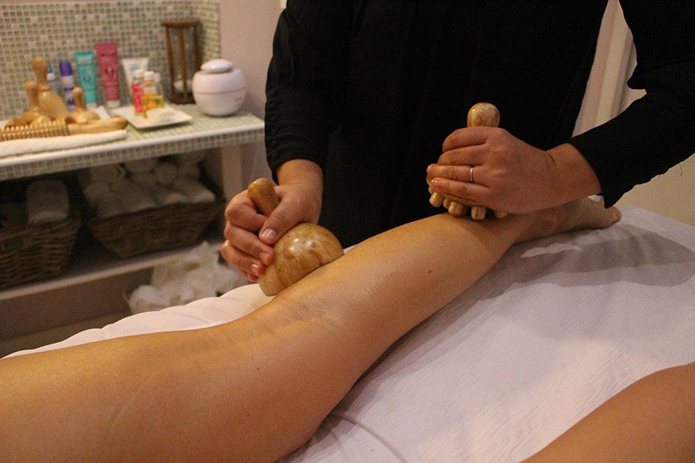 Instruments en bois pour gommer la cellulite.