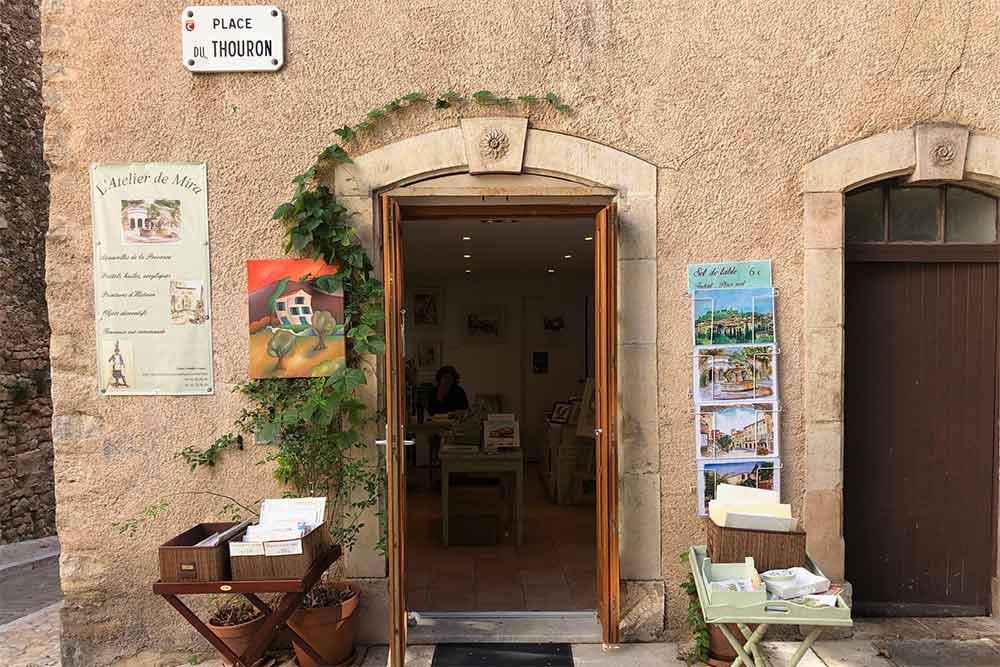 L'atelier de Mira sur la place du Thouron