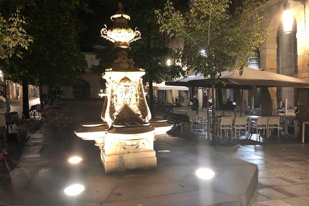 Fontaine illuminée