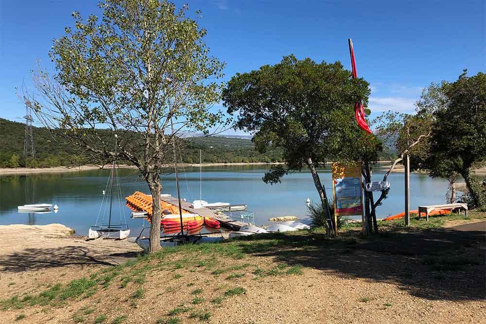 Lac de St Cassien et ses barques