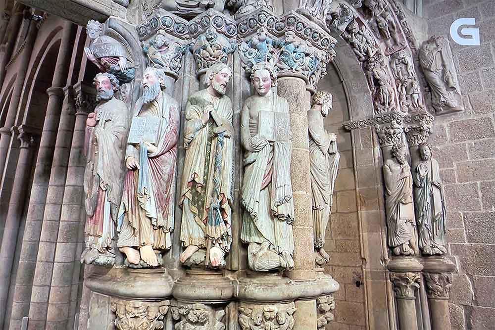 Statues des Apôtres de l'Eglise de Saint-Jacques de Compostelle