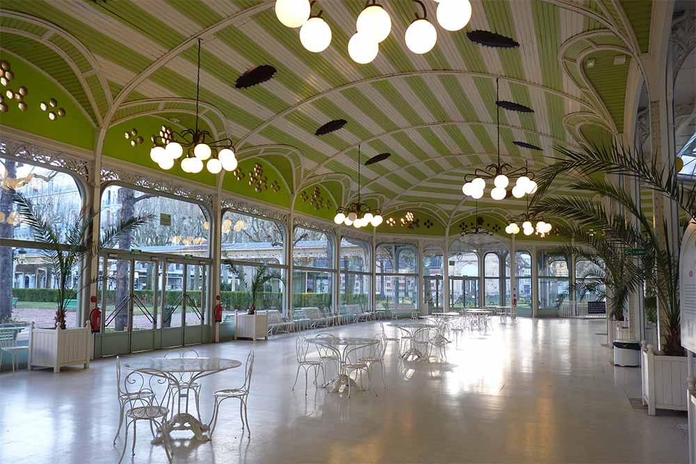Vichy - Le grand hall du Parc des Sources