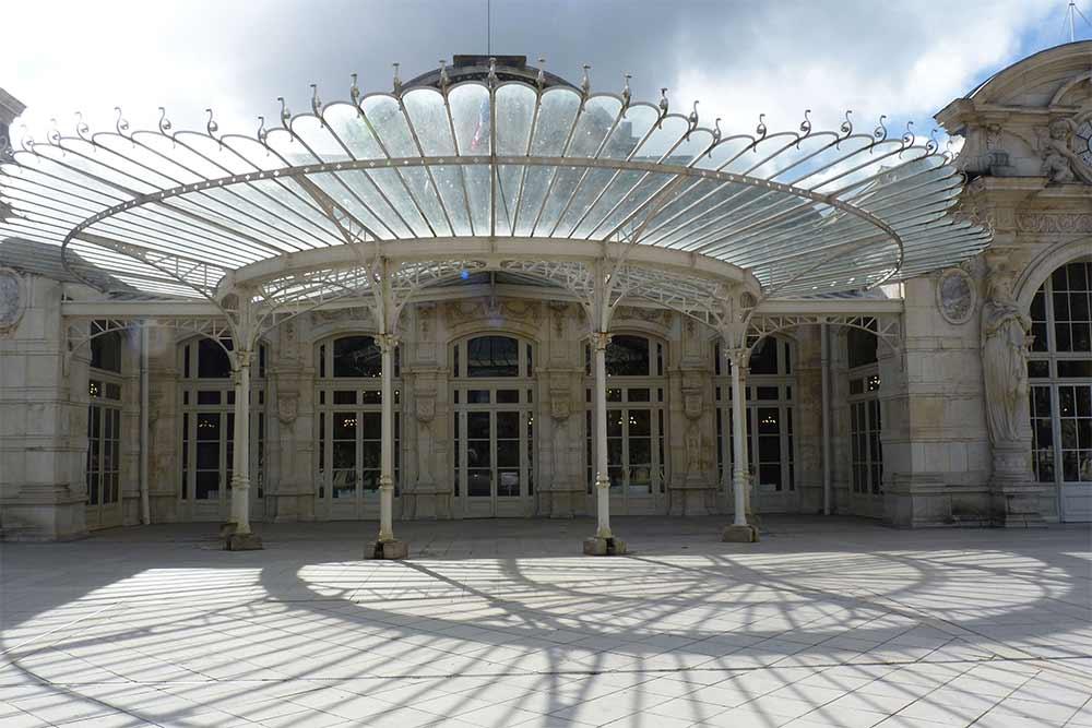 Vichy - Le palais des congrès-opéra et sa belle verrière
