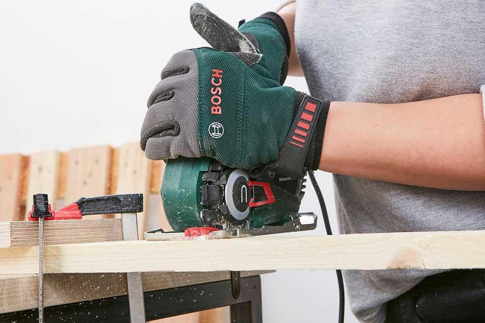 Bar - Scier les éléments de bois
