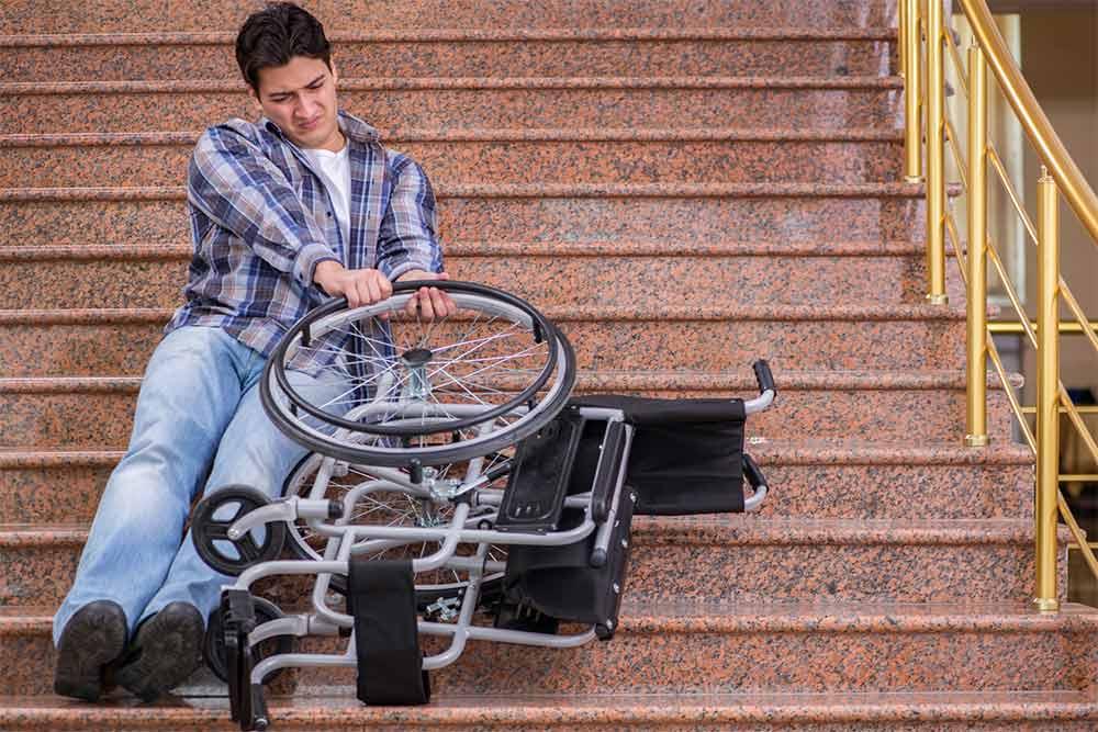 Descendre un escalier est vraiment compliqué.