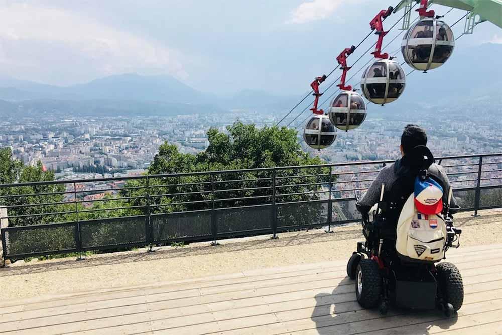 Personne à mobilité réduite - vacances à Grenoble