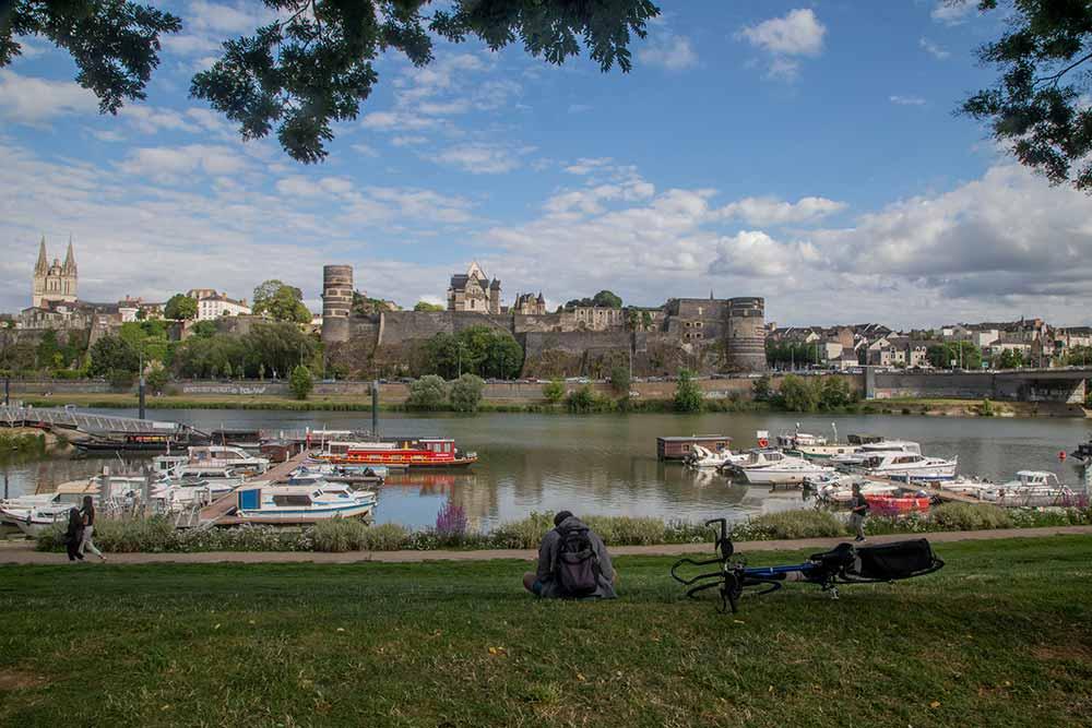 Anjou - Port sur la Loire, face au Château d'Angers