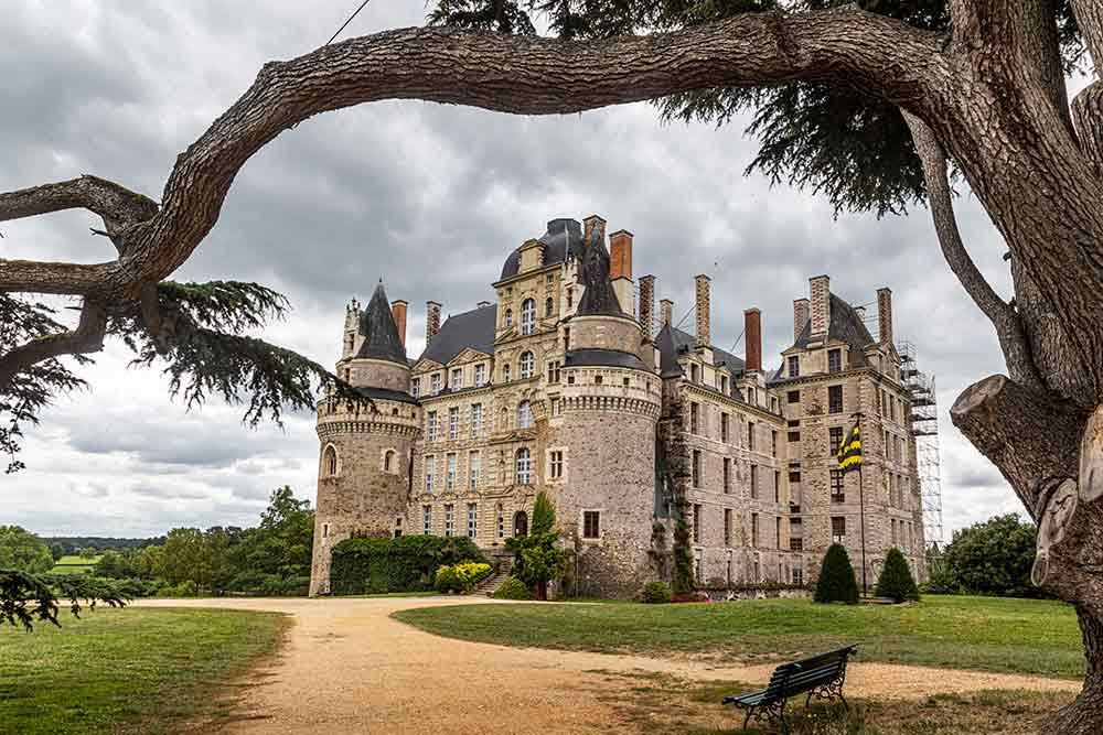 Anjou - Le château de Brissac, le plus haut de France.