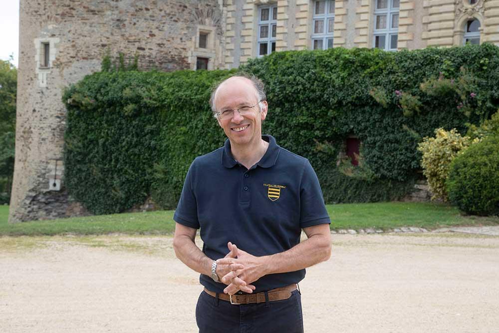 Le Duc Charles-André de Brissac gère l'entretien de château et du parc comme un chef d'entreprise amoureux du patrimoine.
