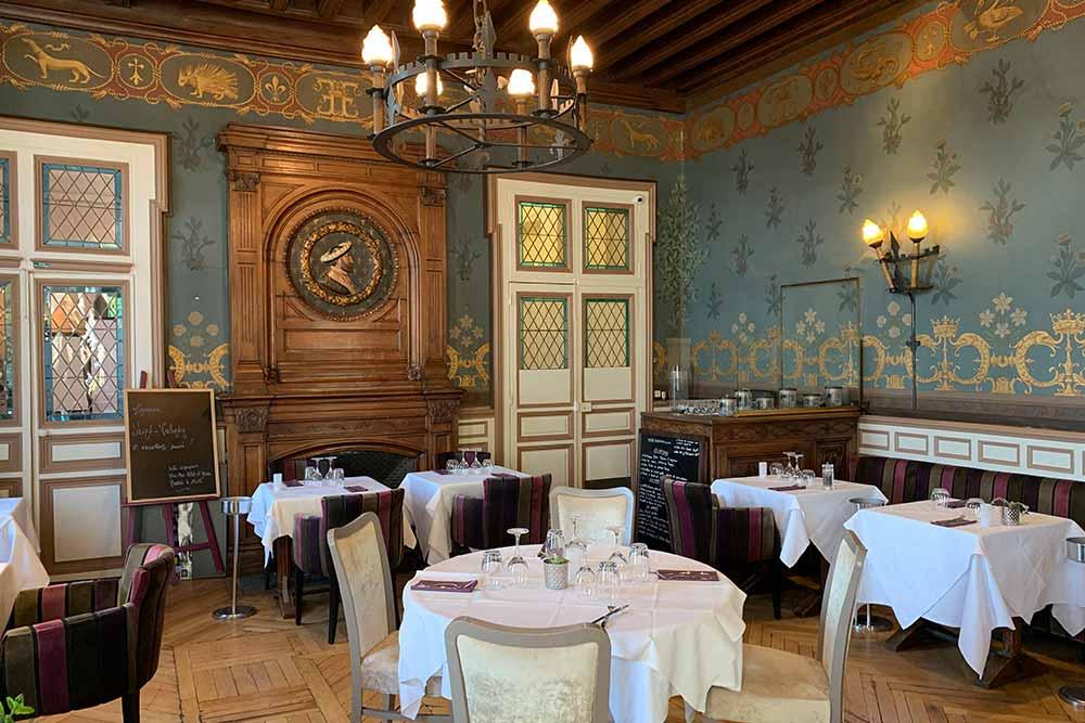 La salle de restaurant de l'hôtel d'Anjou