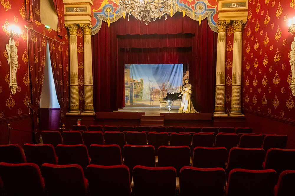 Étonnant et superbe théâtre au cœur du château.