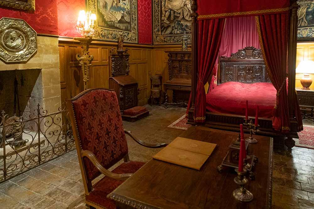 Anjou - La Chambre du Roi Louis XIII. Il y dormit en 1620 à l'âge de 19 ans.