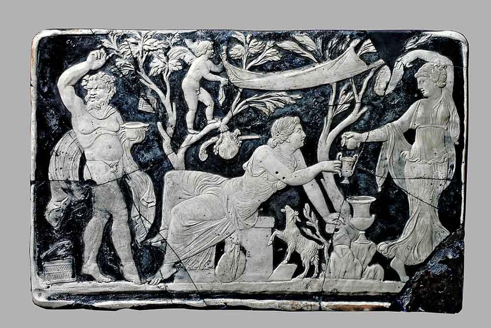 Bacch H-Bacchus et Ariane..plaque de verre, 25,5x39,5 cm. provenant d'un meuble