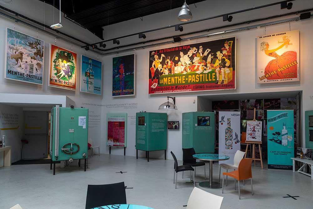 Anjou - L'espace Menthe-Pastille et ses affiches, symbole d'une histoire angevine.