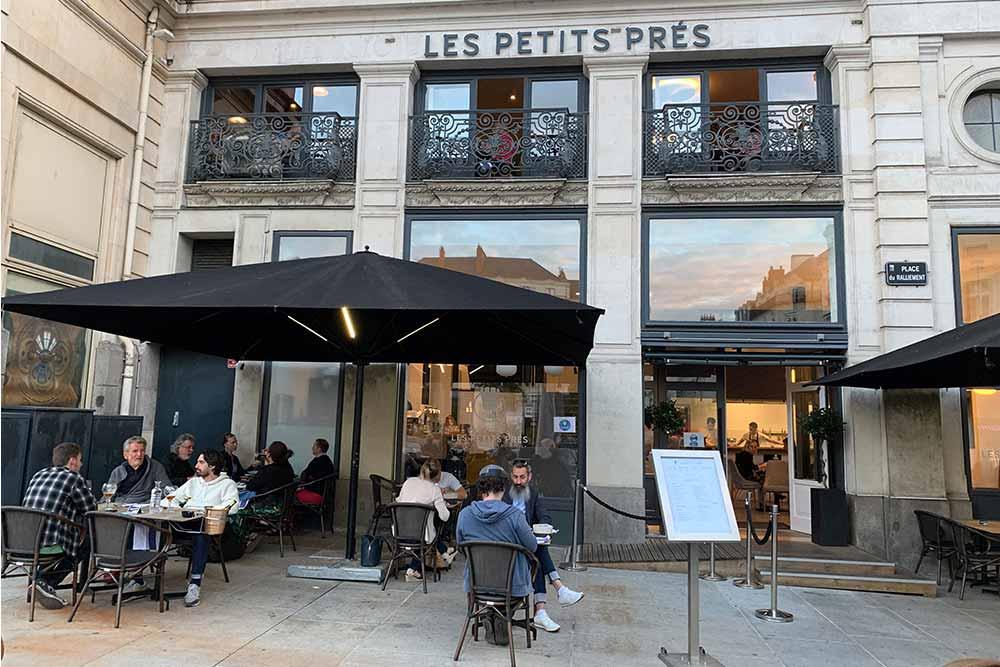 Le restaurant est extrêmement bien placé en centre-ville.