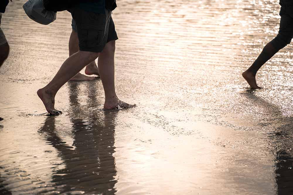 Marcher dans la baie du Mont-Saint-Michel, un plaisir réel et bienfaisant pour les pieds
