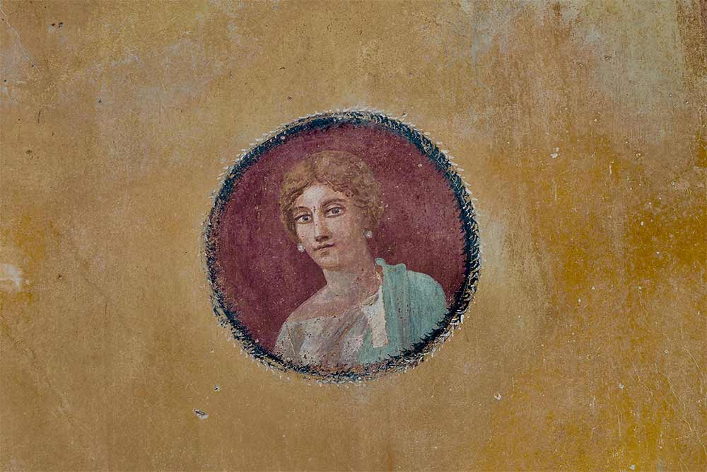 Portrait (probable) de la maitresse de maison dans la Maison au jardin.
