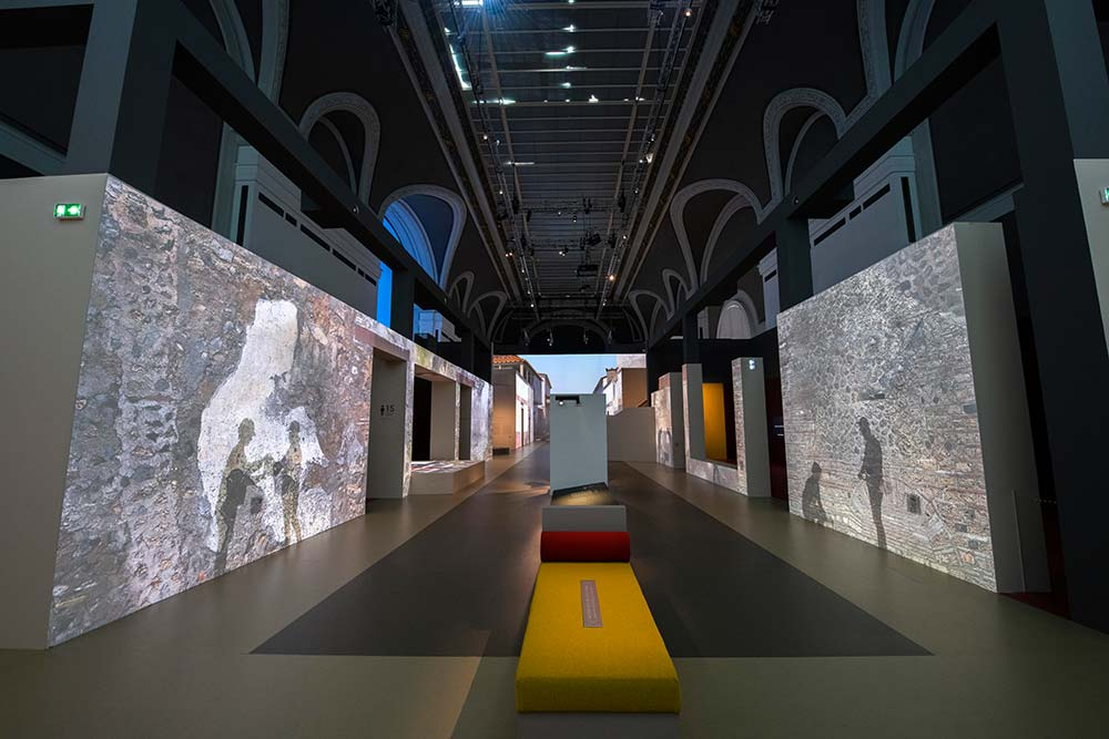 vue de l'exposition, scénographie Sylvain Roca, Rmn-Grand Palais Photo Didier Plowy