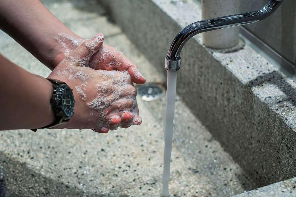 Lavage des mains au Savon de Marseille