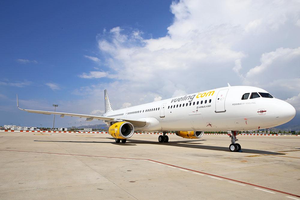 Vueling Airlines S.A. est une compagnie aérienne à bas prix espagnole fondée en 2004 et ayant son siège à El Prat de Llobregat, près de Barcelone. Elle fait partie du groupe IAG.
